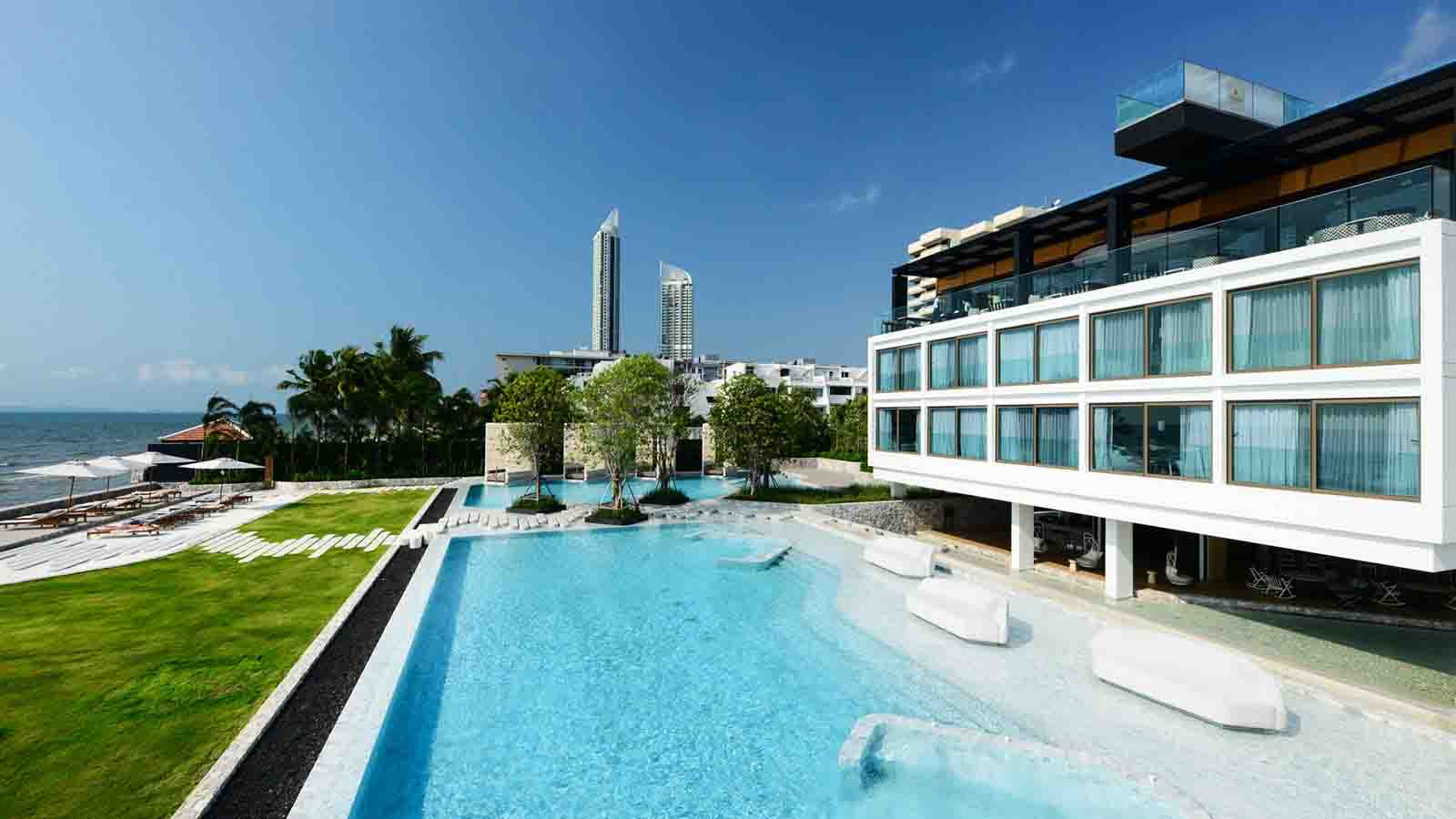 Veranda-Resort-Pattaya-swim