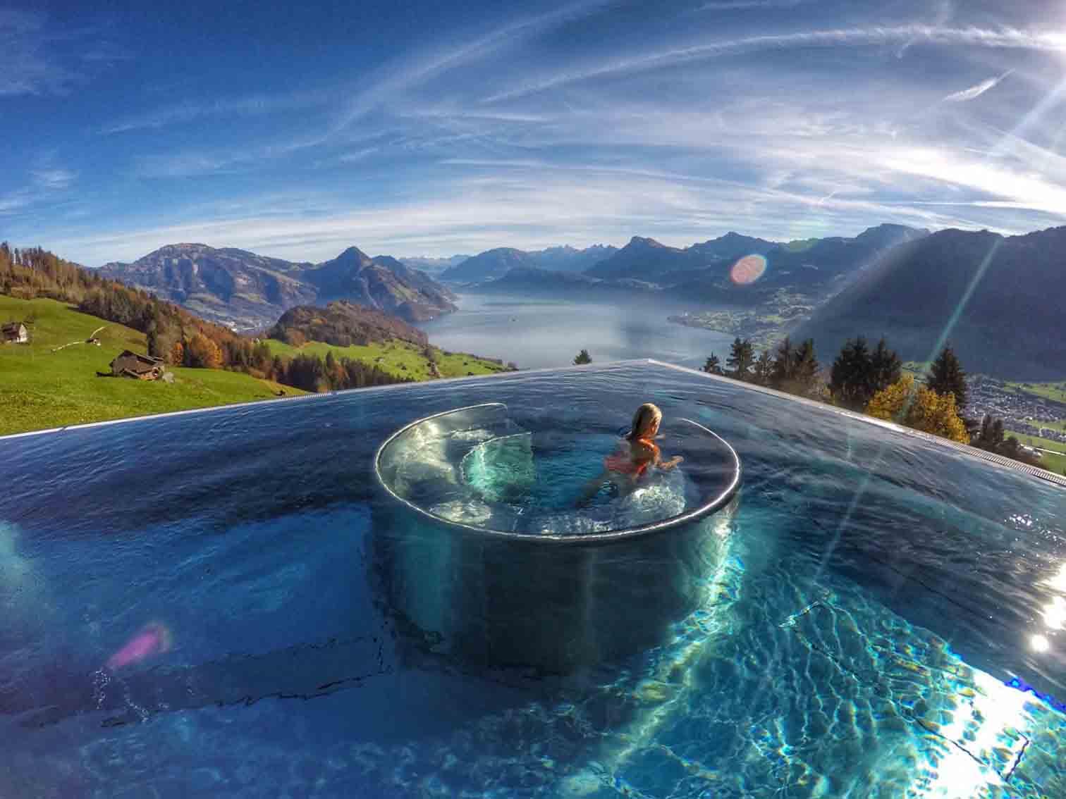 สระว่ายน้ำ พร้อมวิวภูเขา ทะเลหมอก กับ Hotel Villa Honegg ได้รับการยอมรับว่าถือสระว่ายน้ำที่ดีที่สุด