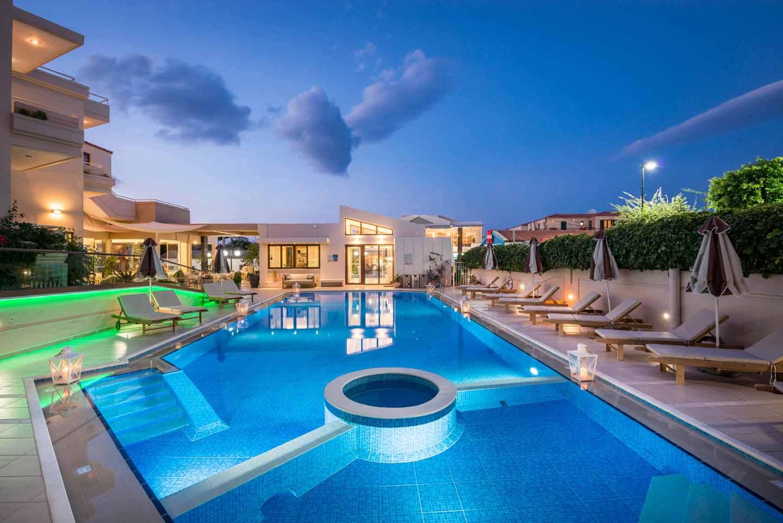 Hotel-facilities-swim